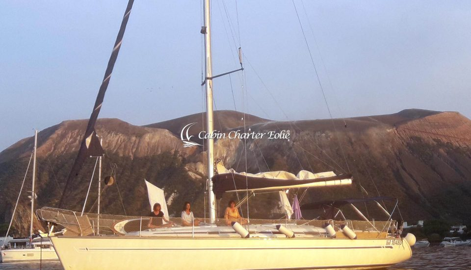 Vela Yoga Sail - Manuela Calabrese - Cabin Charter Eolie - Vulcano