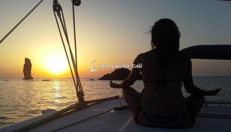 Catamarano - Imbarco a cabina - Cabin Charter Eolie - Sicilia - Italy