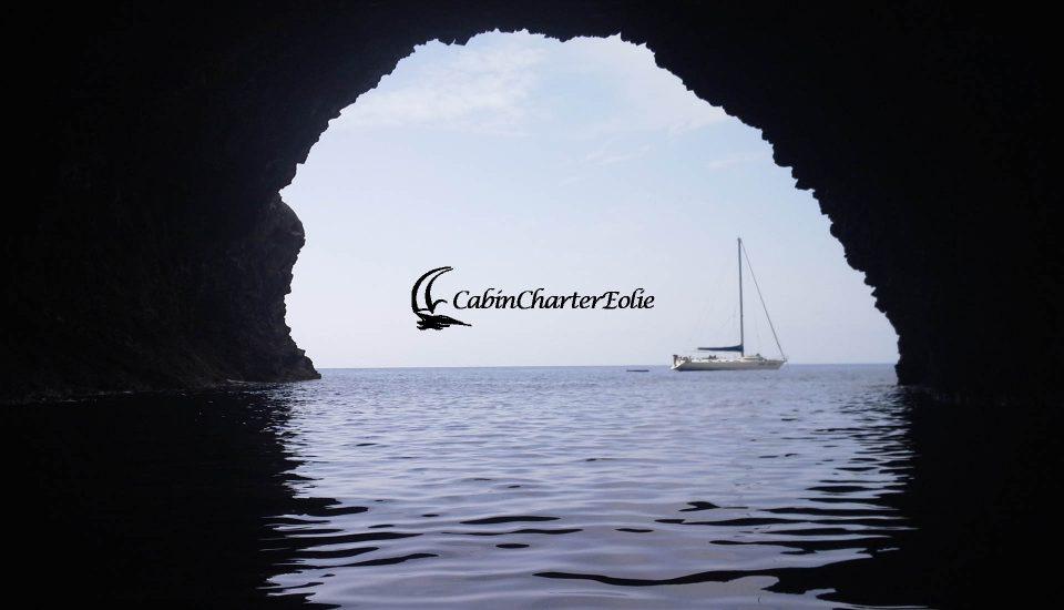 Filicudi - Grotta Bue Marino - Vacanza in Barca a Vela - Cabin Charter Eolie