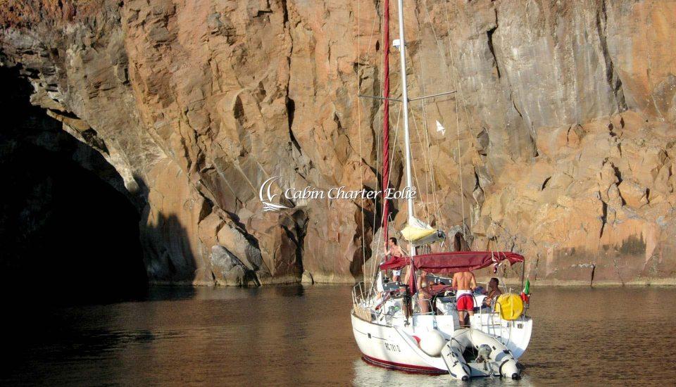 Vulcano - Grotta del Cavallo -Vacanza in Barca a Vela - Single - Cabin Charter Eolie - Sicilia - Italy