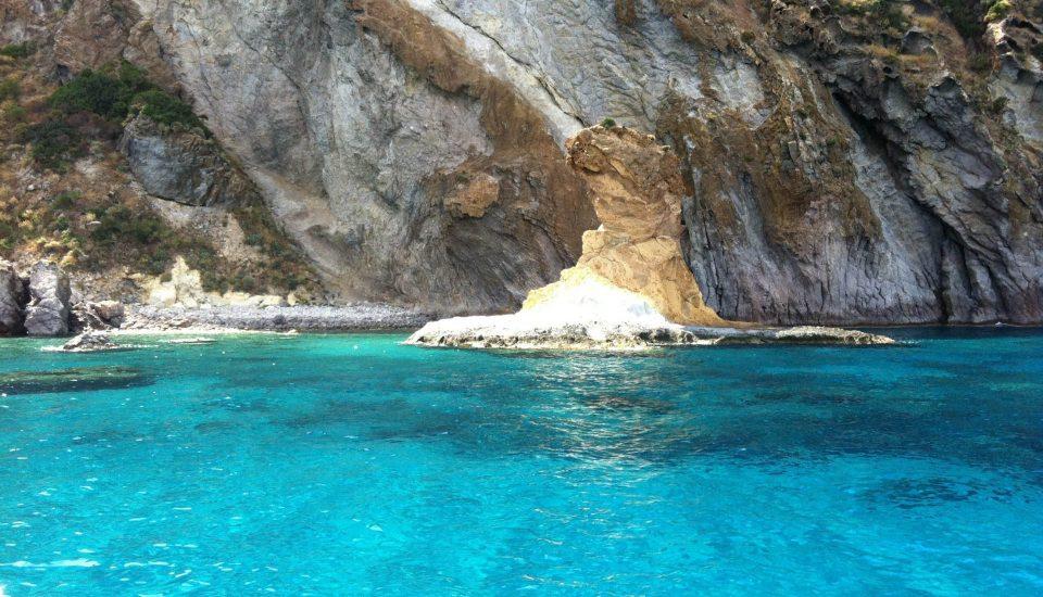 isola-di-ponza-mare_qtpq4.T0-1-1920x1434