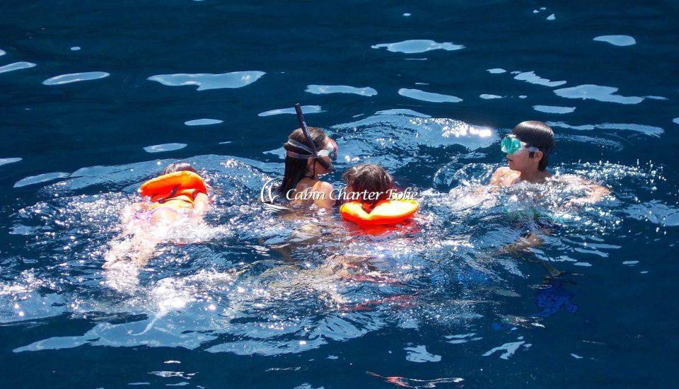 kids - Vacanza in Barca a Vela - Cabin Charter Eolie - Imbarco Famiglie – Bambini - Flottiglia