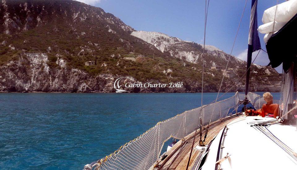 Pomice - Cabin Charter Eolie Imbarco Single Crociera Vacanza Barca a Vela Aeolian Islands Italy Matrimonio Team Building