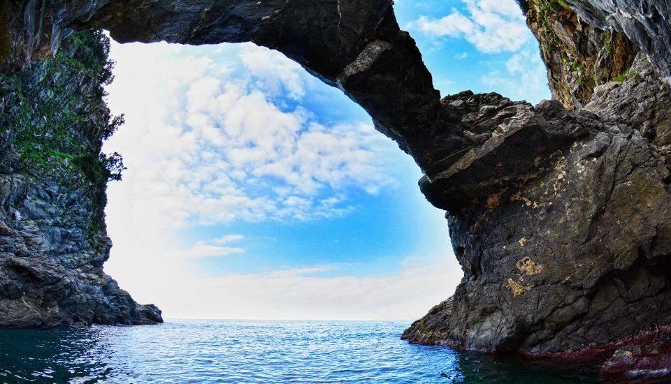 Cabin Charter Eolie - Bagnara - Grotta 1 - Vacanza in Barca a Vela - Viaggio in Barca a Vela - Calabria - Sicilia