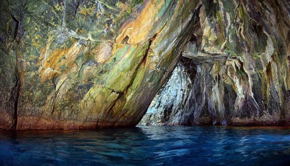 Cabin Charter Eolie - Bagnara - Grotta 3 - Vacanza in Barca a Vela - Viaggio in Barca a Vela - Calabria - Sicilia