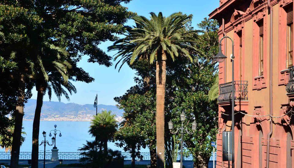 Cabin Charter Eolie - Reggio Calabria - Scorcio Lungomare - Vacanza in Barca a Vela - Viaggio in Barca a Vela - Calabria - Sicilia