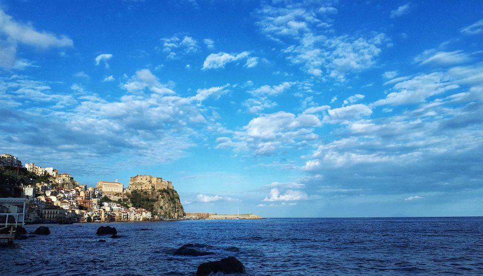 Cabin Charter Eolie - Scilla - Panorama Chianalea - Vacanza in Barca a Vela - Viaggio in Barca a Vela - Calabria - Sicilia
