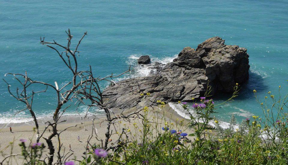 Cabin Charter Eolie - Taureana - Spiaggia - Vacanza in Barca a Vela - Viaggio in Barca a Vela - Calabria - Sicilia