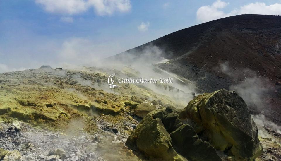 Cabin Charter Eolie - Vulcano - Esalazizoni di Zolfo dal Cratere - Vacanza in Barca a Vela - Isole Eolie - Sicilia - Italy