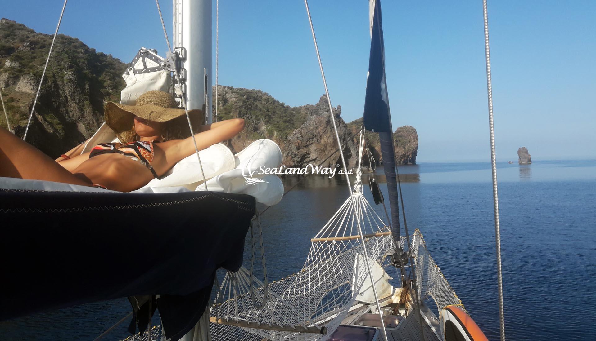 Boma - SeaLandWay Imbarco Individuale Boma - Crociera Vacanza Barca a Vela Aeolian Islands Italy Wedding Team Building